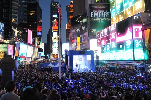 Nokia Lumia 900 Launches In Times Square - Performance